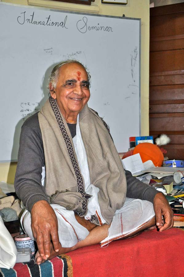 Swami-Tripathi-Vagish-Shastri
